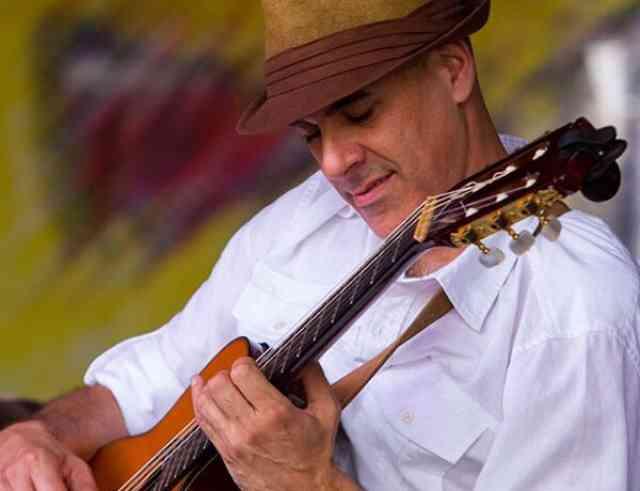 Javier Olondo - Classical Guitar